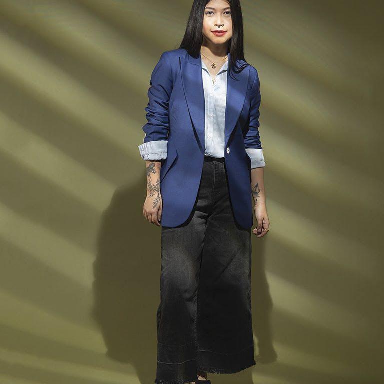 Clothing,Suit,Outerwear,Formal wear,Fashion,Blazer,Fashion model,Standing,Jacket,Pantsuit