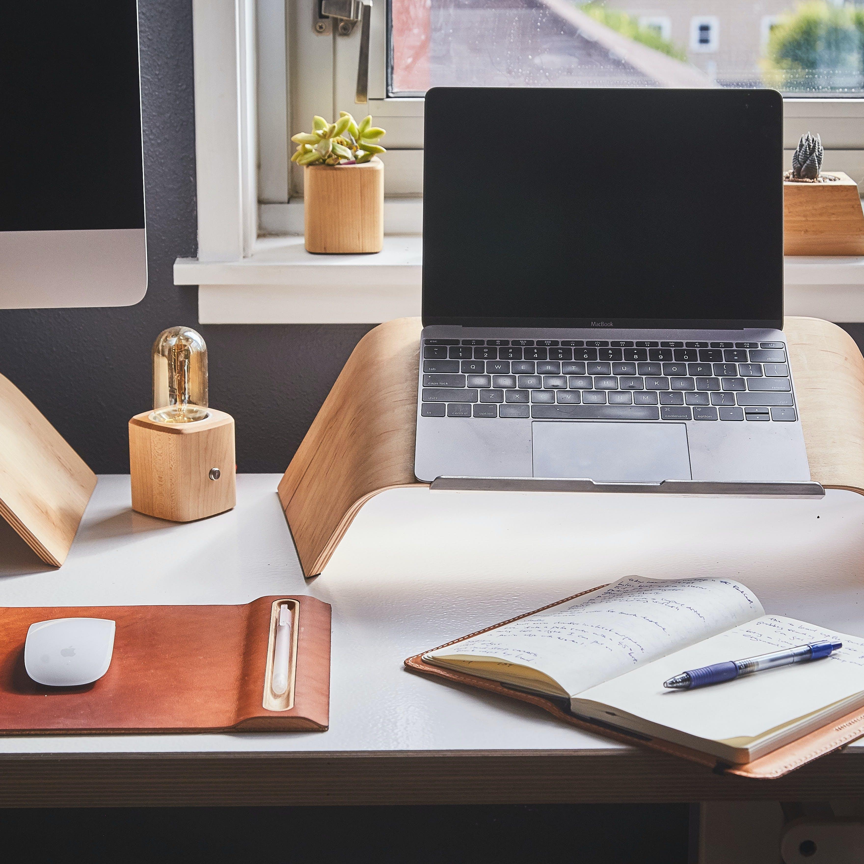 Desk,Furniture,Computer desk,Product,Table,Office,Interior design,Coffee table,Shelf,Room