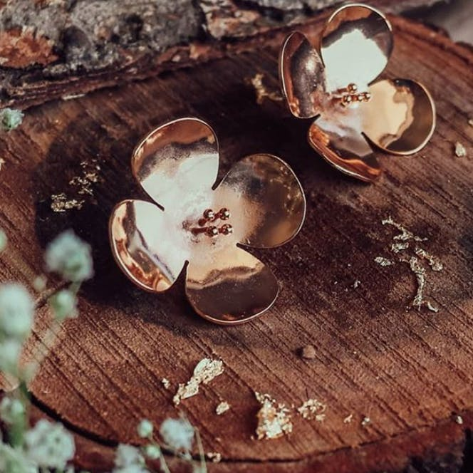 Wood,Leaf,Still life photography,Fashion accessory,Metal,Jewellery,Earrings,Plant,Still life,Circle