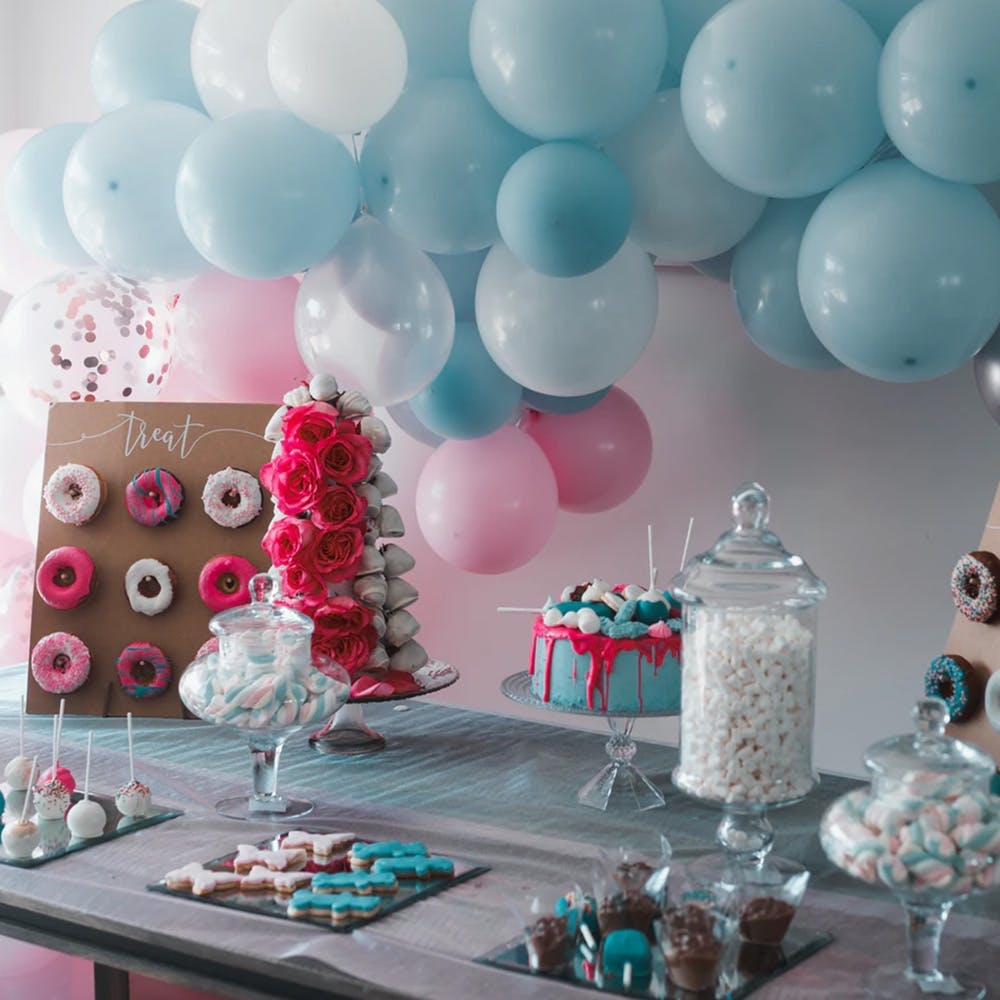Balloon,Turquoise,Pink,Party,Table,Aqua,Teal,Baby shower,Sweetness,Interior design