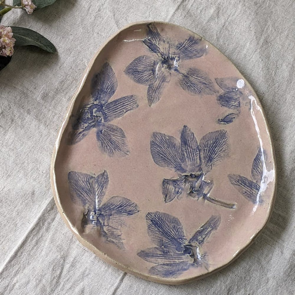 Leaf,Dishware,Plate,Platter,Tableware,Butterfly,Porcelain,Ceramic,Moths and butterflies,Insect