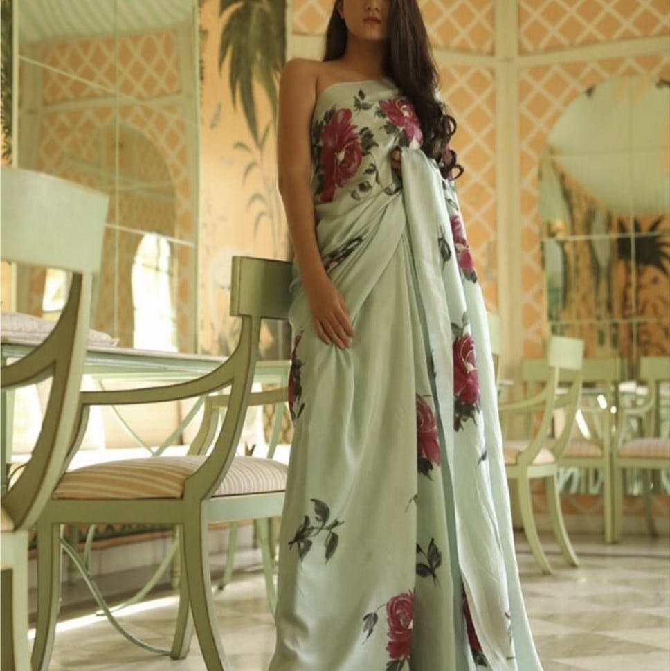 Clothing,Dress,White,Shoulder,Gown,Fashion model,Formal wear,Green,Bridal party dress,Joint