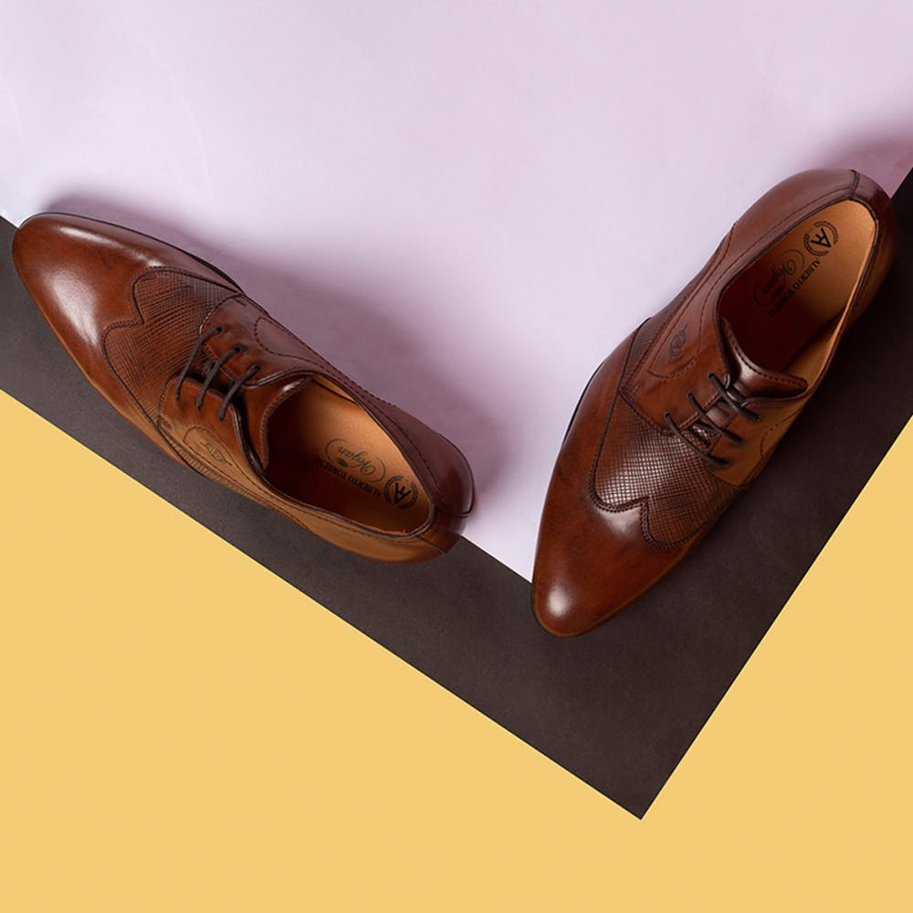 Footwear,Tan,Brown,Dress shoe,Shoe,Oxford shoe,Leather,Caramel color