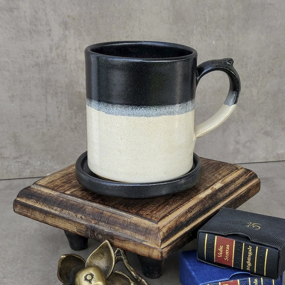Mug,Serveware,Drinkware,Coffee cup,Tableware,Cup,Cup,Still life,Still life photography,Pottery