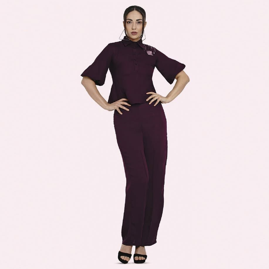 Clothing,Shoulder,Waist,Neck,Standing,Sleeve,Suit,Trousers,Formal wear,Joint