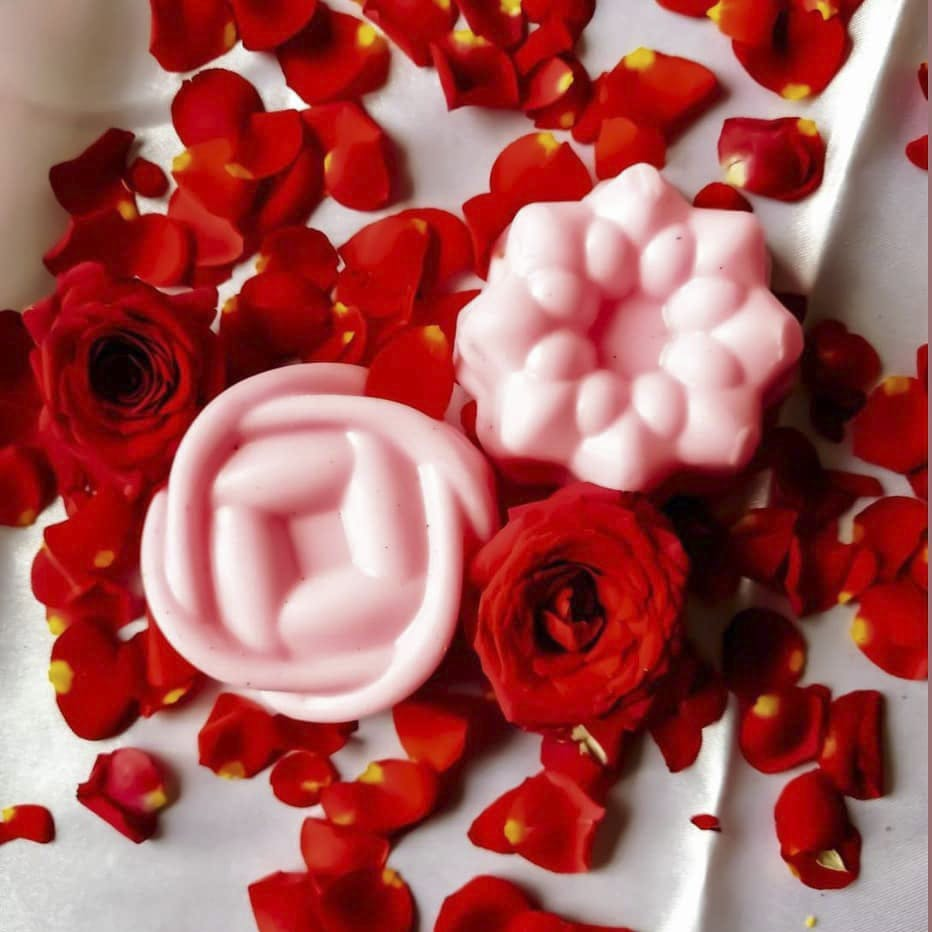 Red,Flower,Cut flowers,Bouquet,Petal,Plant,Artificial flower,Rose,Rose family,Garden roses