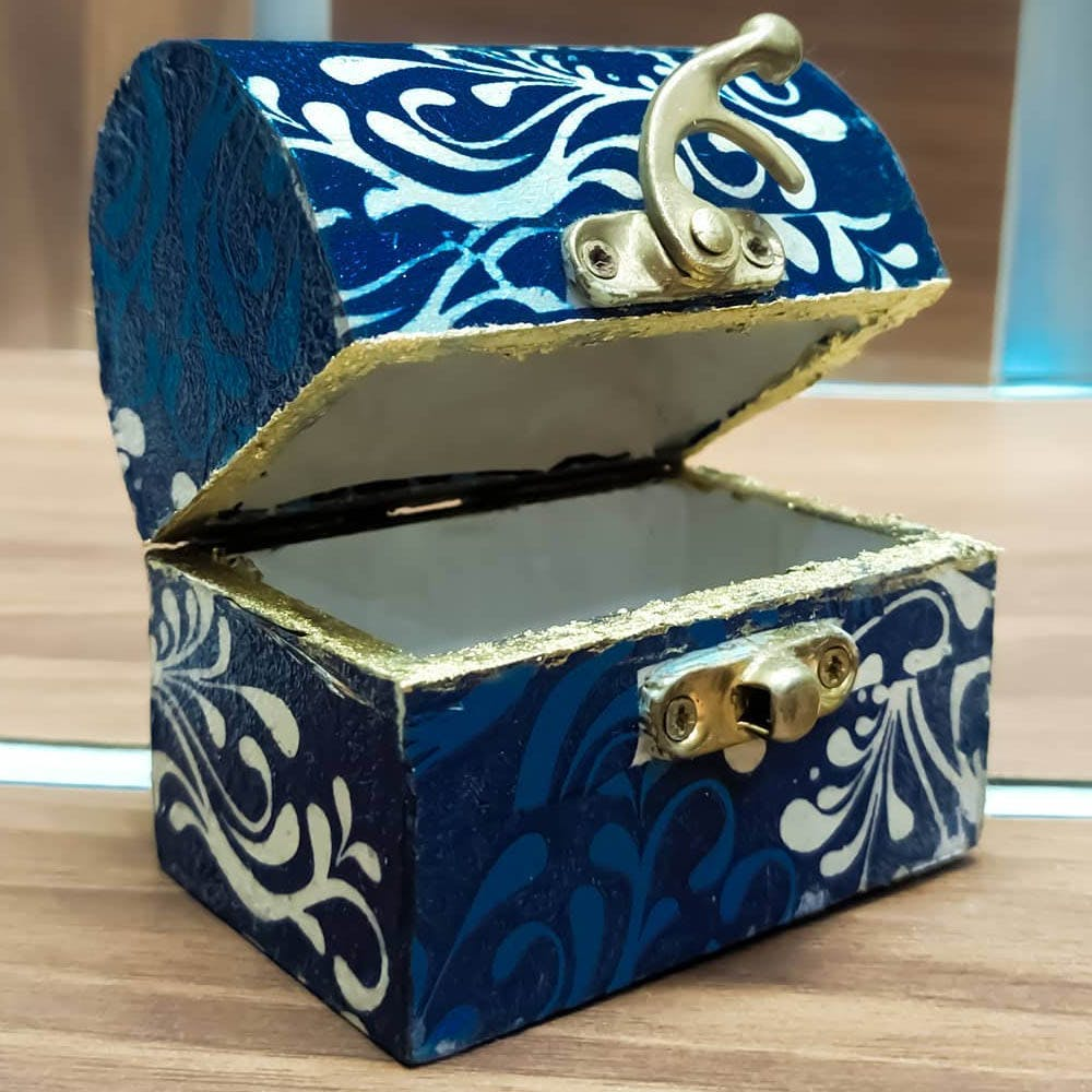 Box,Blue,Furniture,Blue and white porcelain,Packaging and labeling,Porcelain,Rectangle