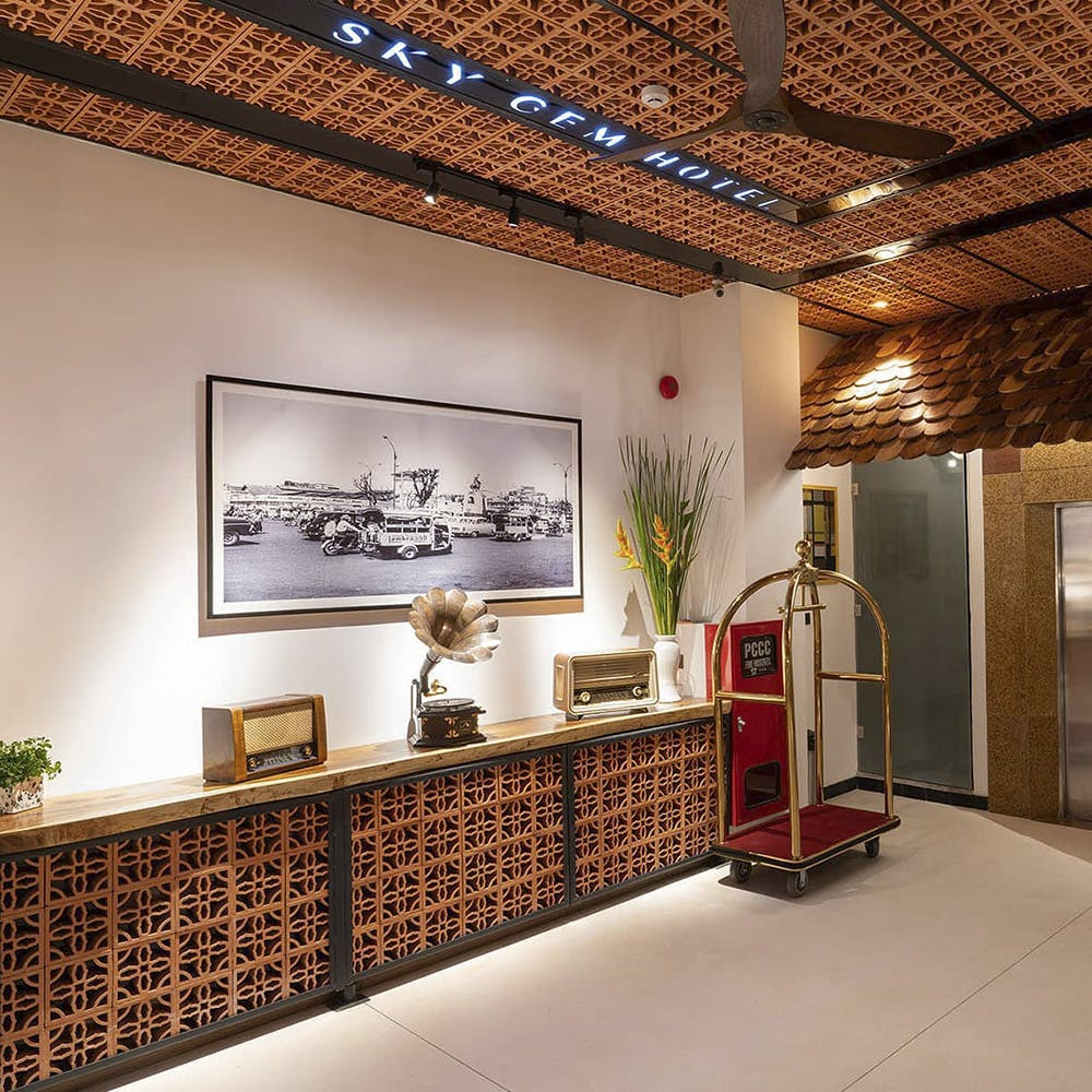 Ceiling,Interior design,Building,Wall,Property,Lighting,Room,Lobby,Architecture,Tile