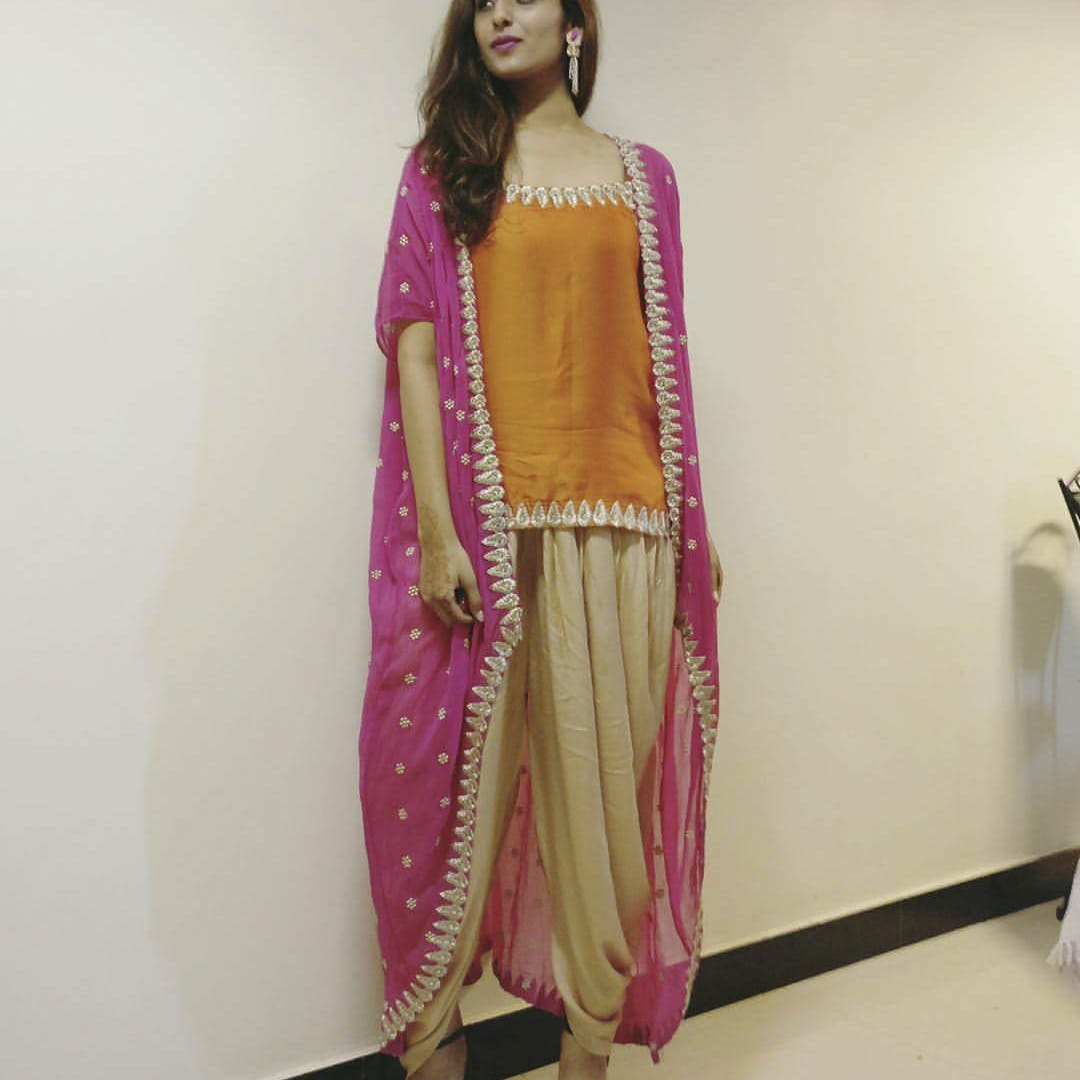 Clothing,Pink,Magenta,Sari,Formal wear,Yellow,Textile,Fashion design,Silk,Fashion model