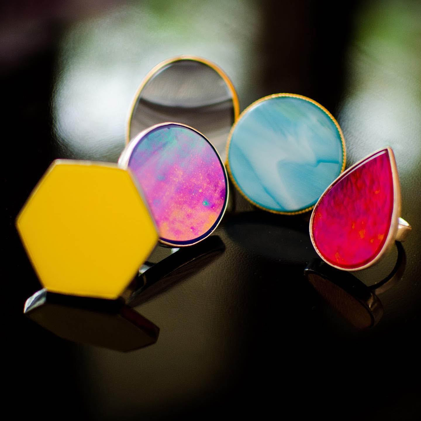Still life photography,Material property,Body jewelry,Fashion accessory,Circle,Tints and shades,Jewellery