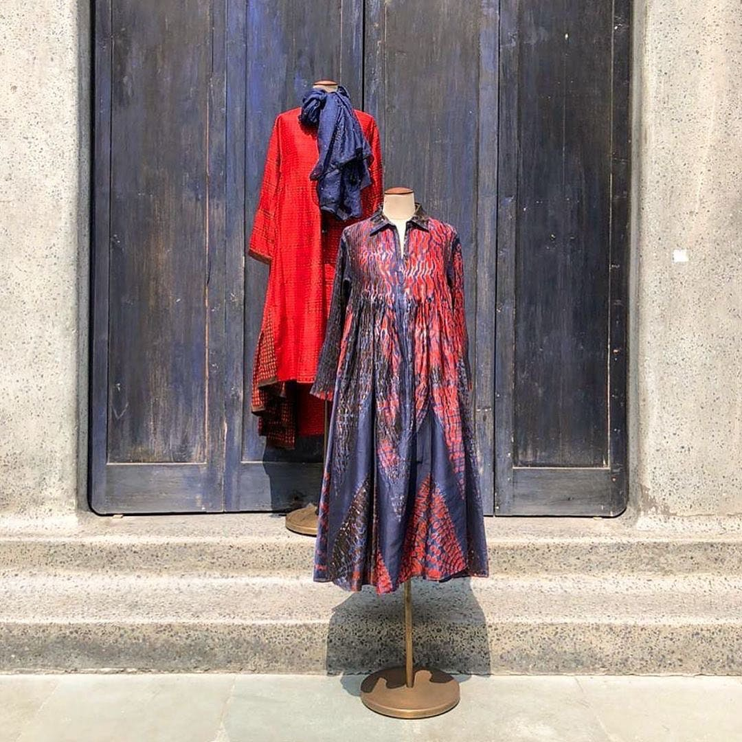 Clothing,Red,Outerwear,Textile,Dress,Formal wear,Fashion design,Sleeve