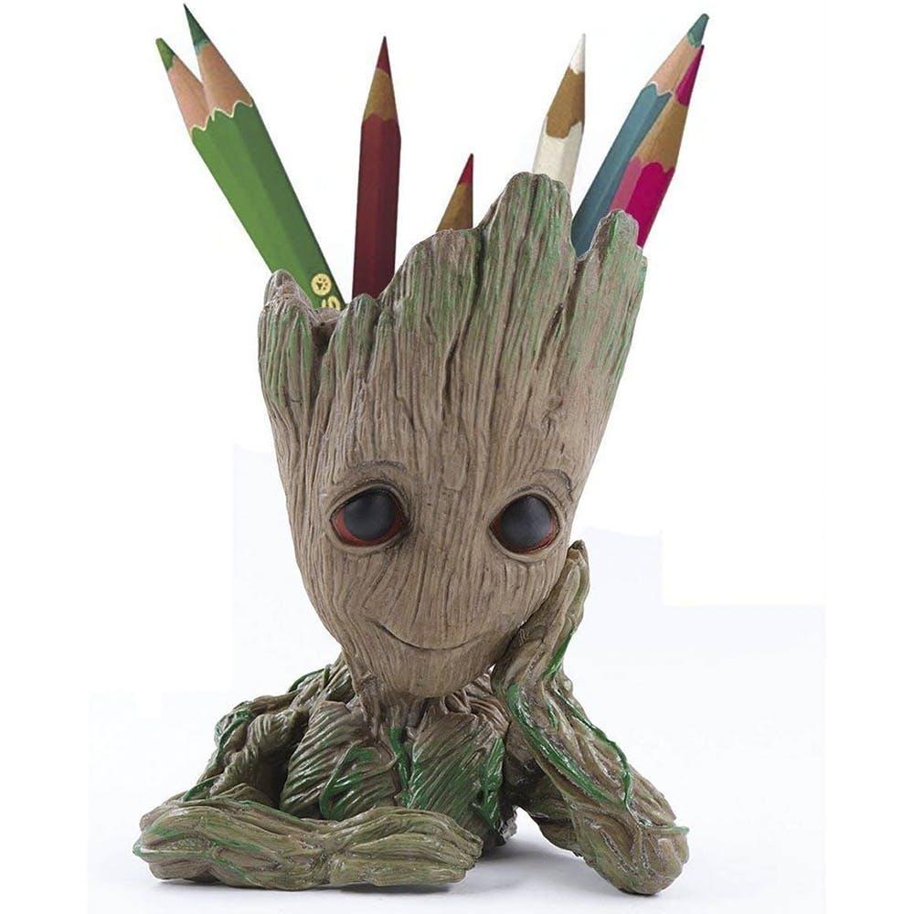 Fictional character,Superhero,Figurine,Action figure,Toy,Art,Illustration