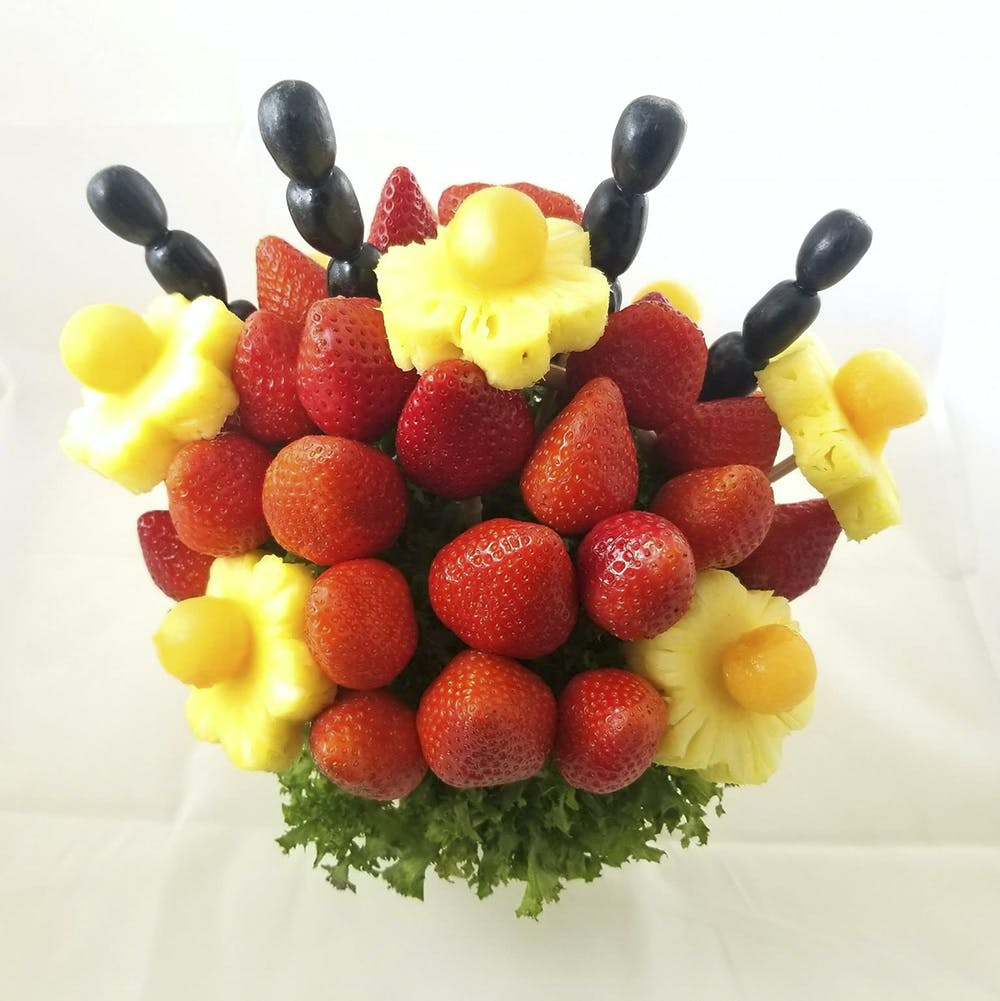 Fruit,Natural foods,Food,Fruit salad,Sweetness,Plant,Strawberries,Strawberry,Yellow,Garnish