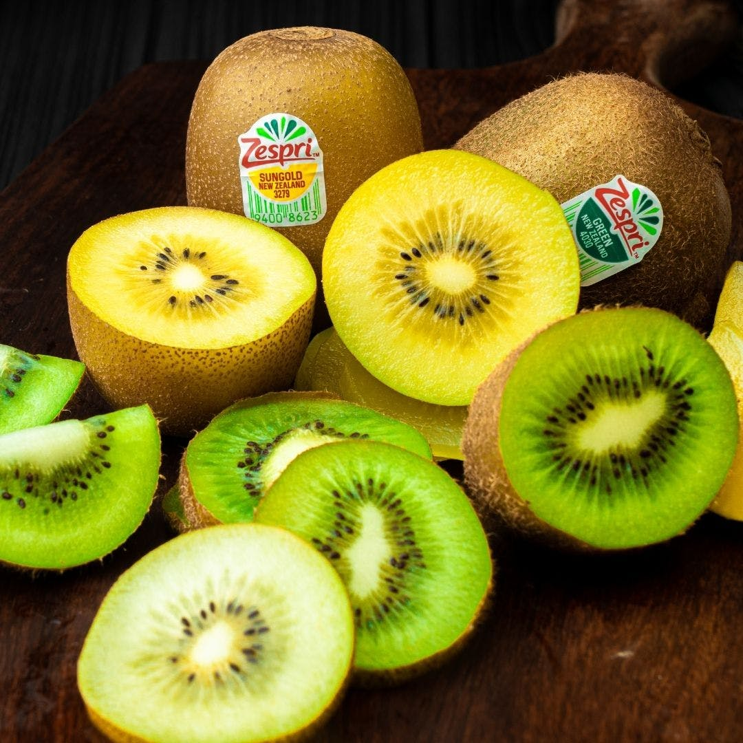 Kiwifruit,Natural foods,Food,Fruit,Plant,Hardy kiwi,Superfood,Produce,Vegan nutrition,Accessory fruit