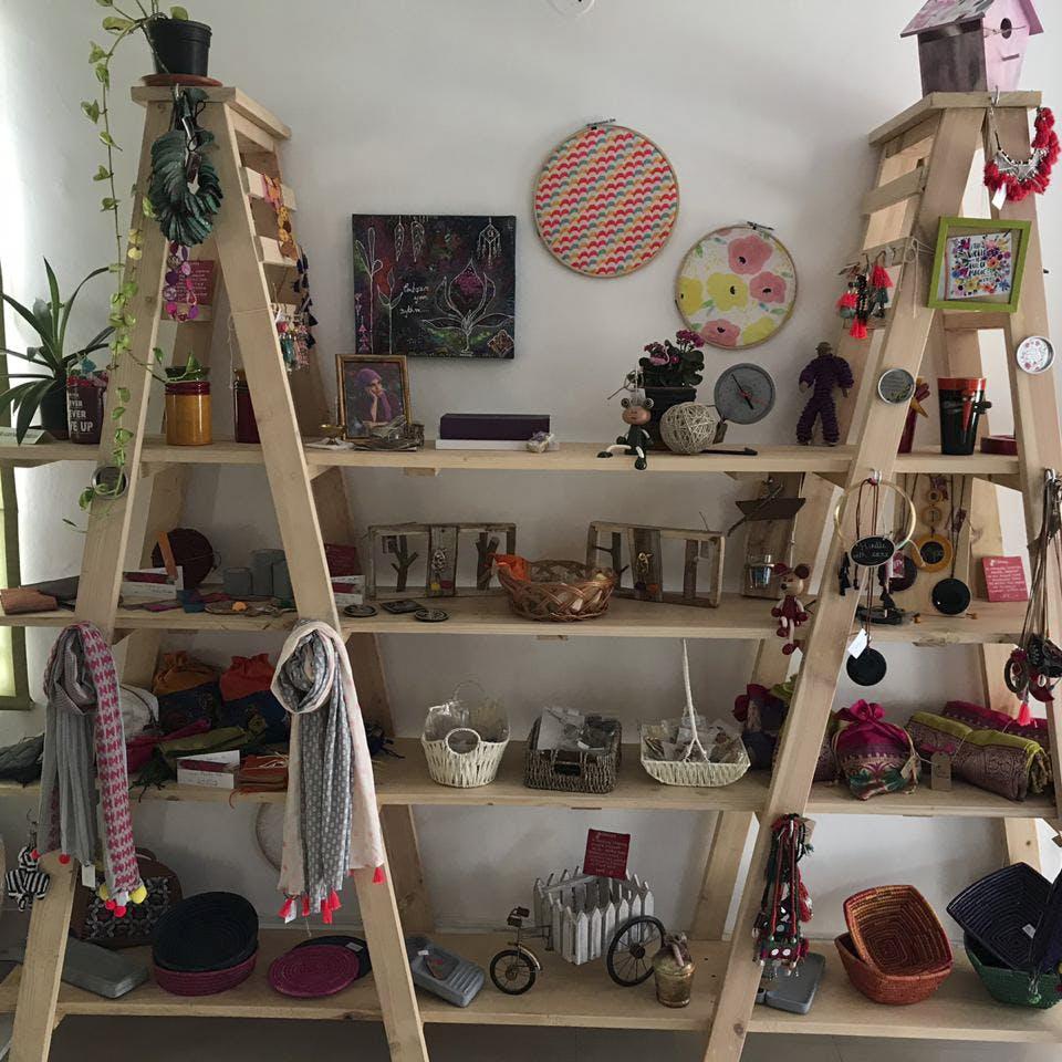 Room,Interior design,Shelving,Shelf,Interior design,Collection,Balloon,Houseplant,Synthetic rubber,Home accessories
