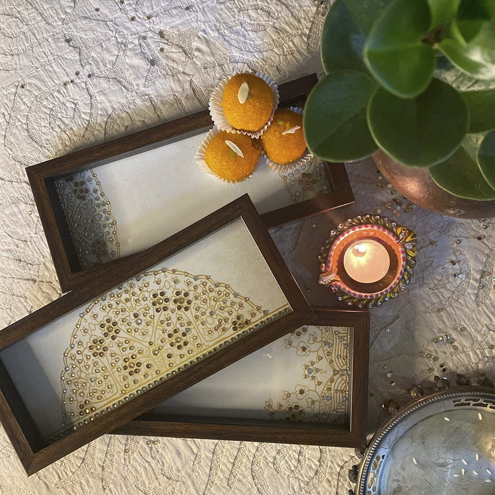 Table,Tableware,Circle,Glass,Placemat,Rectangle,Tile