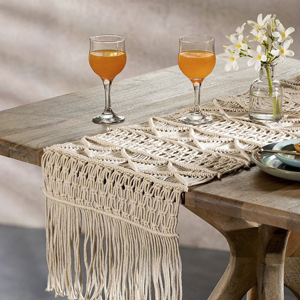 Drink,Champagne stemware,Table,Stemware,Tablecloth,Alcoholic beverage,Distilled beverage,Linens,Tableware,Wine glass