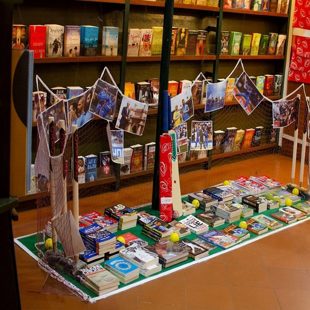 Retail,Bookselling,Building,Toy,Collection,Souvenir,Convenience store,Library,Games