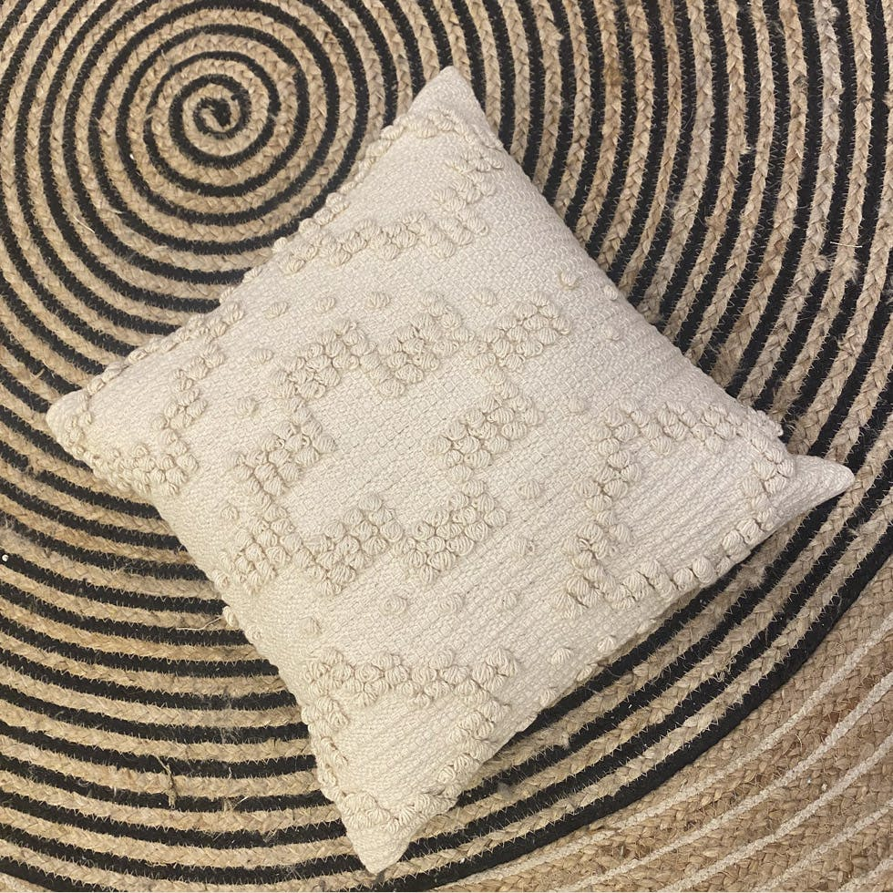 Beige,Pillow,Throw pillow,Textile,Pattern,Furniture,Linens,Cushion,Rectangle,Home accessories