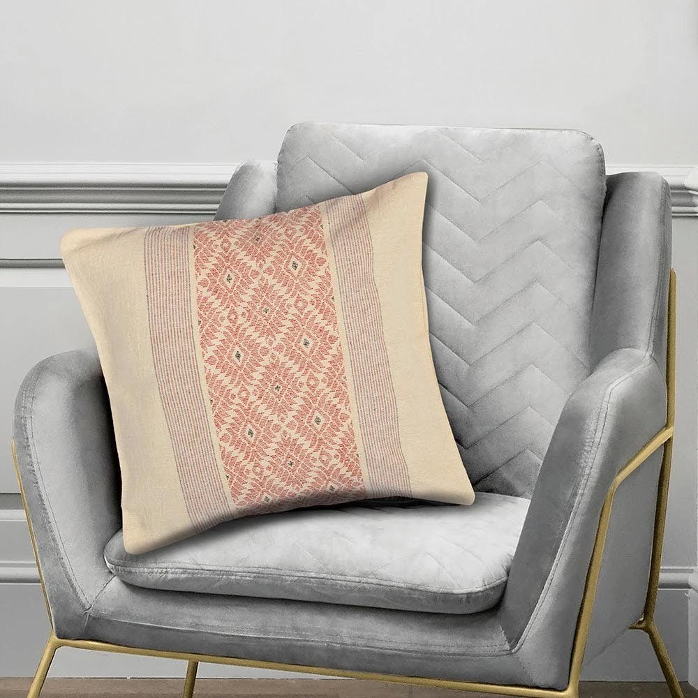 Pillow,Cushion,Throw pillow,Furniture,Bedding,Product,Comfort,Textile,Room,Linens