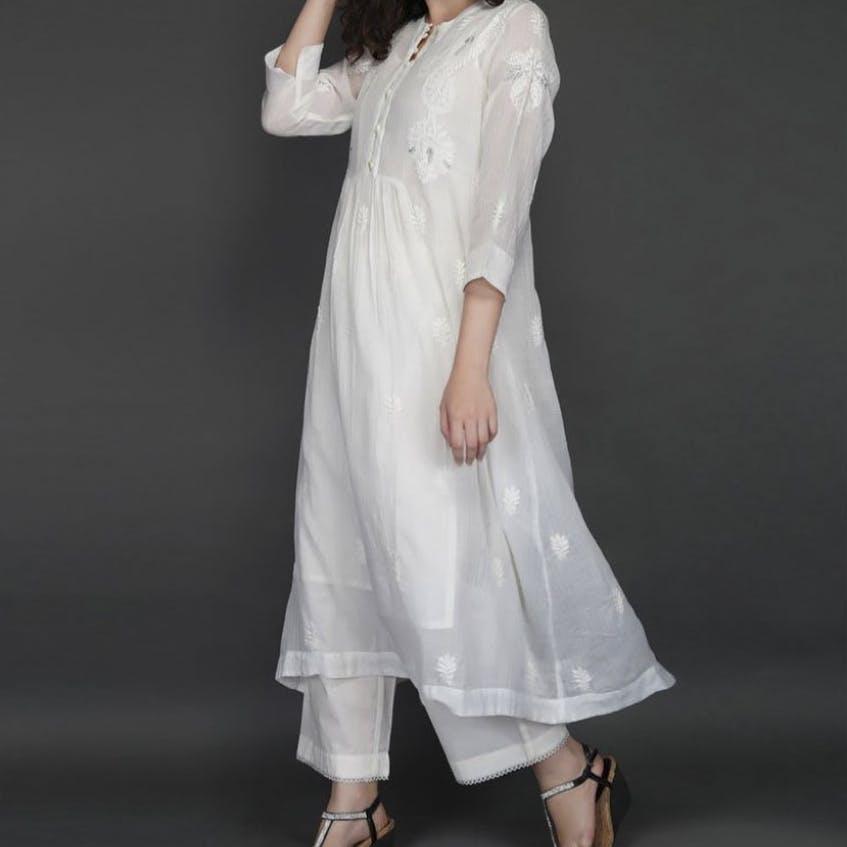 Clothing,White,Dress,Neck,Sleeve,Formal wear,Fashion,Shoulder,Lace,Linen