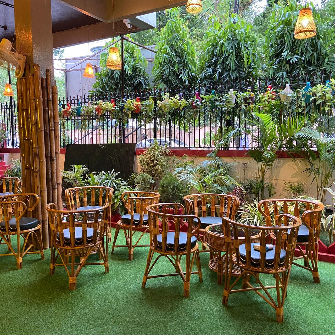 Restaurant,Building,Table,Café,Food court,Furniture,Leisure,Tree,Resort,Outdoor table