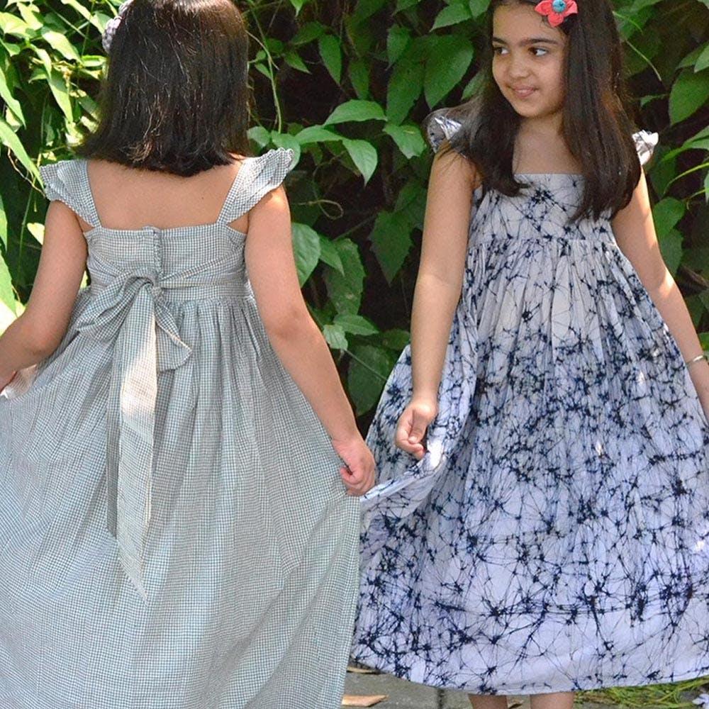 Clothing,Dress,Day dress,Waist,Pattern,Fashion,Neck,Shoulder,Child,Bridal party dress