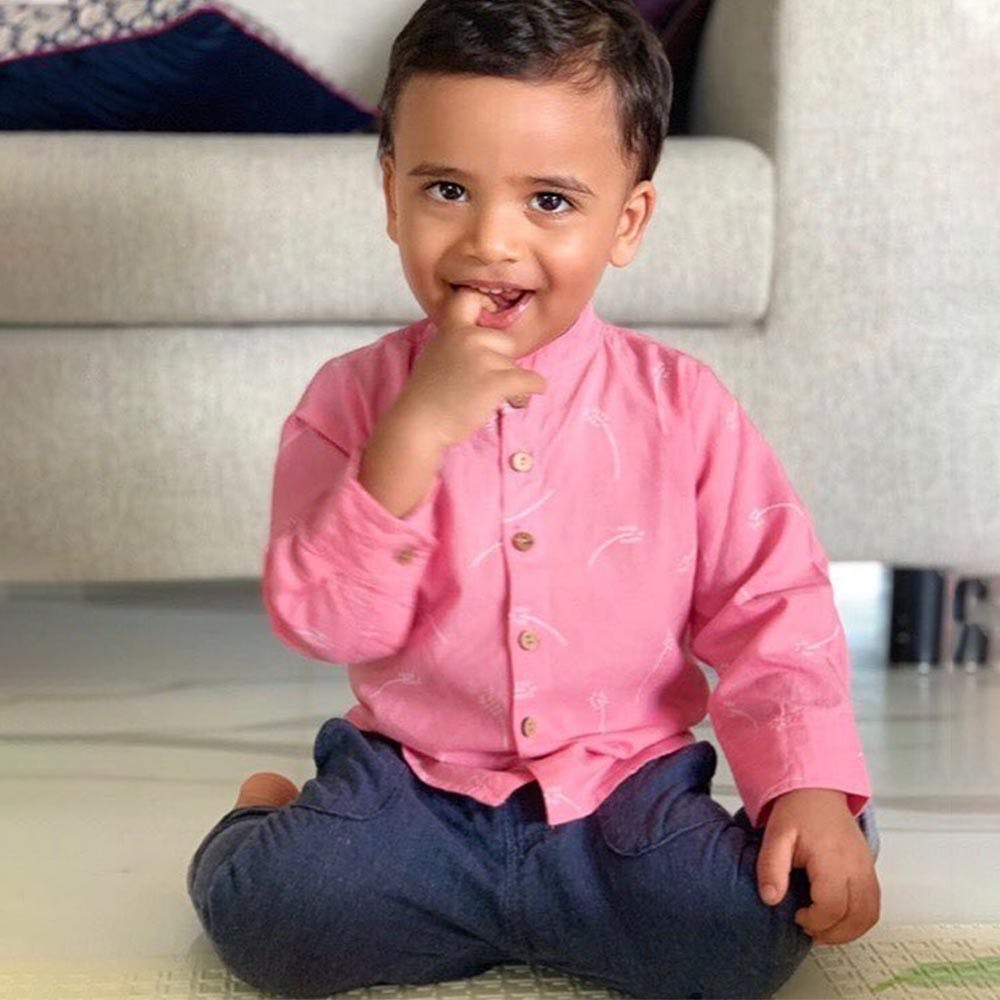 Child,Face,Sitting,Pink,Cheek,Toddler,Skin,Head,Nose,Beauty