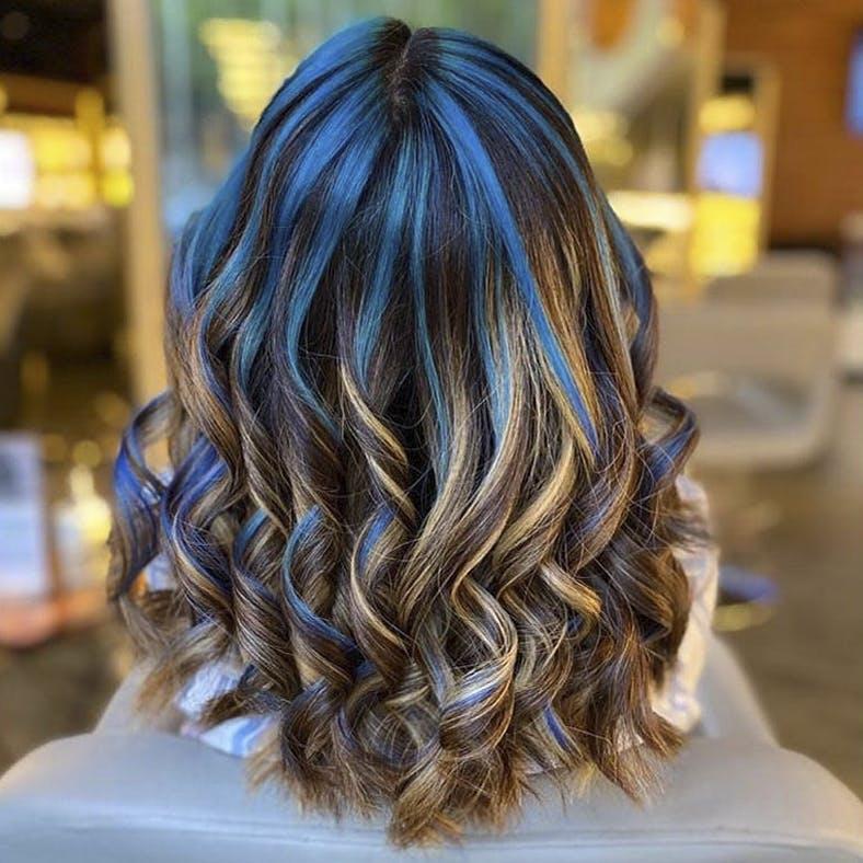 Hair,Hairstyle,Hair coloring,Brown hair,Layered hair,Blond,Long hair,Black hair,Beauty,Chin