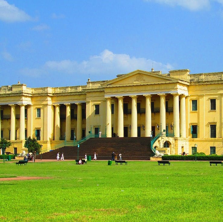 Building,Landmark,Palace,Estate,Official residence,Classical architecture,Architecture,Grass,University,Mansion