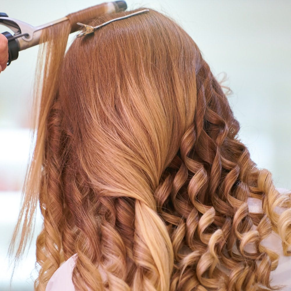 Hair,Hairstyle,Hair coloring,Blond,Long hair,Brown hair,Layered hair,Brown,Caramel color,Ringlet