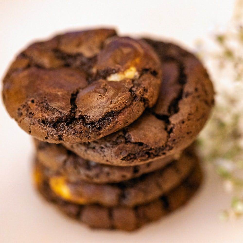 Food,Chocolate,Snack,Cookies and crackers,Chocolate chip cookie,Cookie,Dessert,Sandwich Cookies,Cuisine,Dish