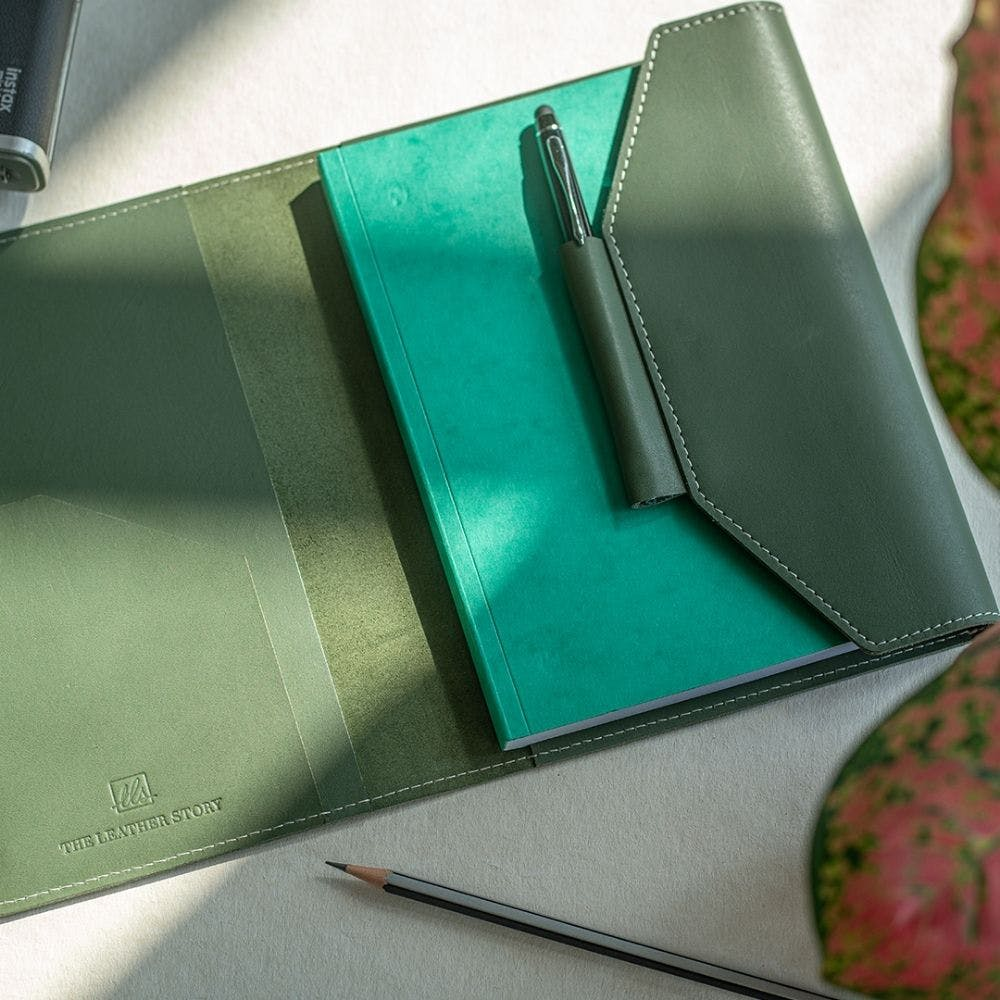 Green,Leather,Wallet,Material property,Fashion accessory,Paper