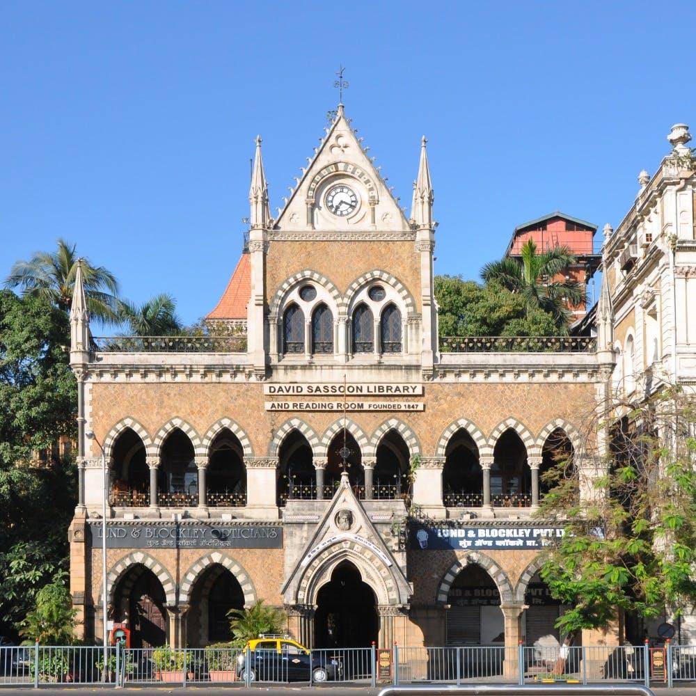 Landmark,Building,Architecture,Classical architecture,Arch,Arcade,Medieval architecture,Place of worship,Facade,Historic site