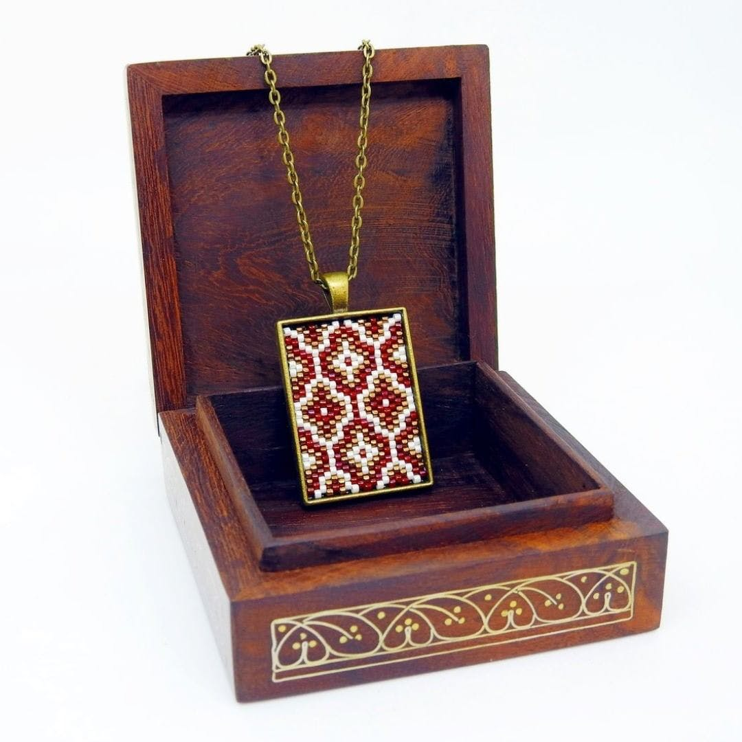 Brown,Jewellery,Carmine,Maroon,Rectangle,Ornament,Still life photography,Earrings,Pendant,Square