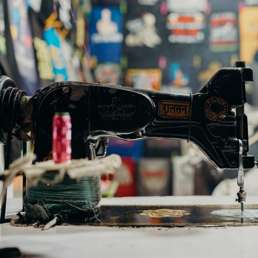 Sewing machine,Sewing machine feet,Home appliance,Machine,Sewing,Household appliance accessory,Creative arts,Craft,Still life photography