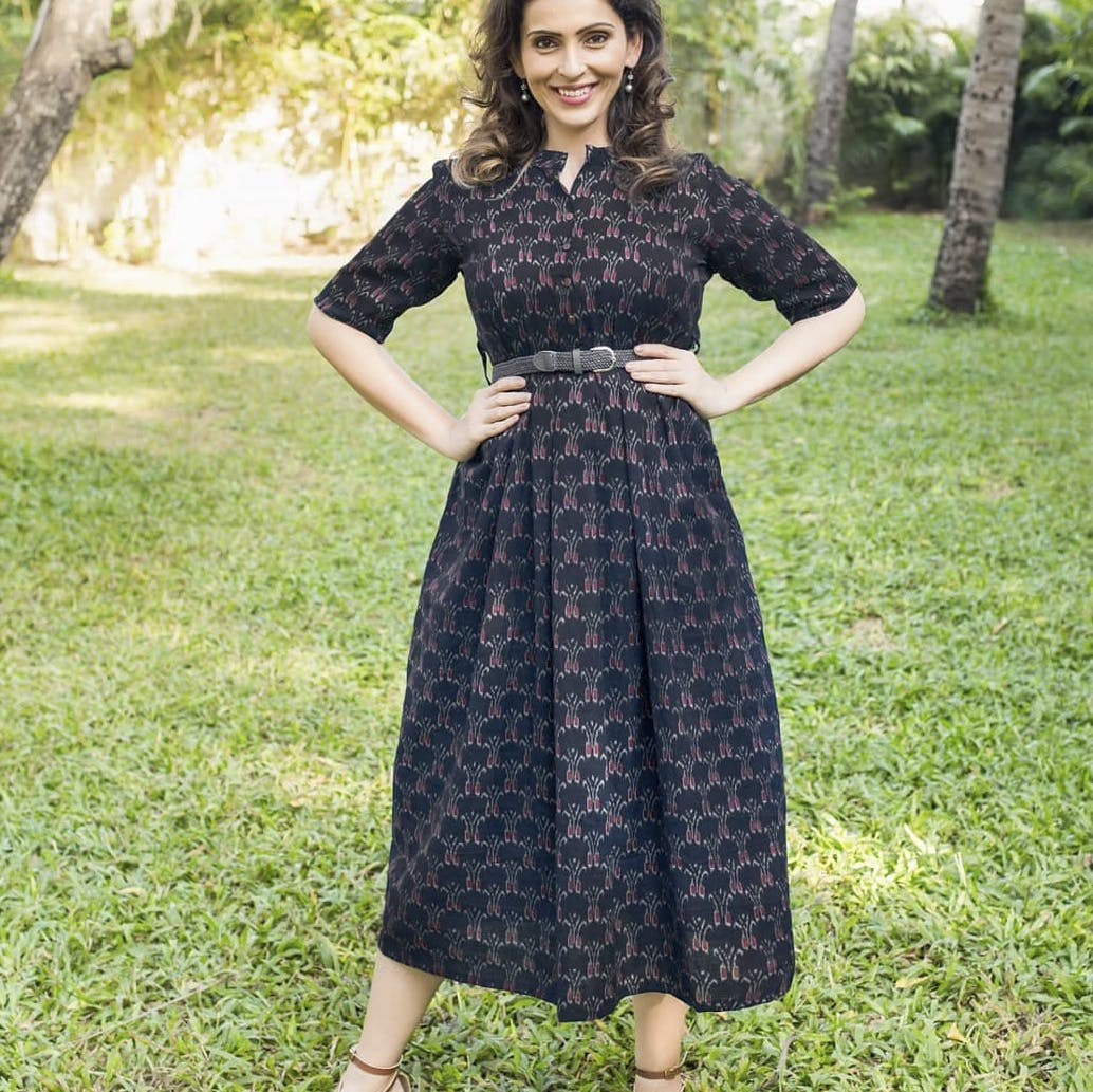 Clothing,Dress,Green,Sleeve,Textile,Formal wear,One-piece garment,Style,People in nature,Pattern