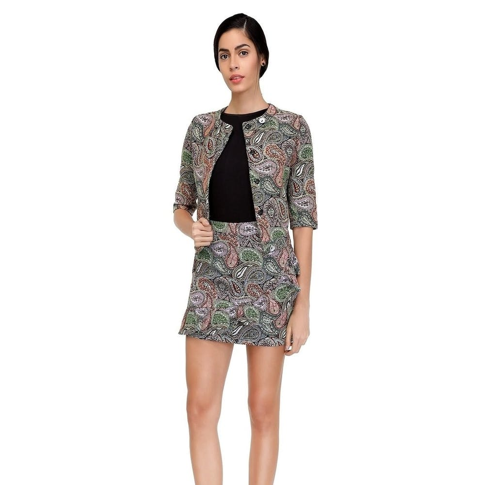 Sleeve,Shoulder,Joint,Collar,Standing,Style,Fashion model,Pattern,Waist,Fashion