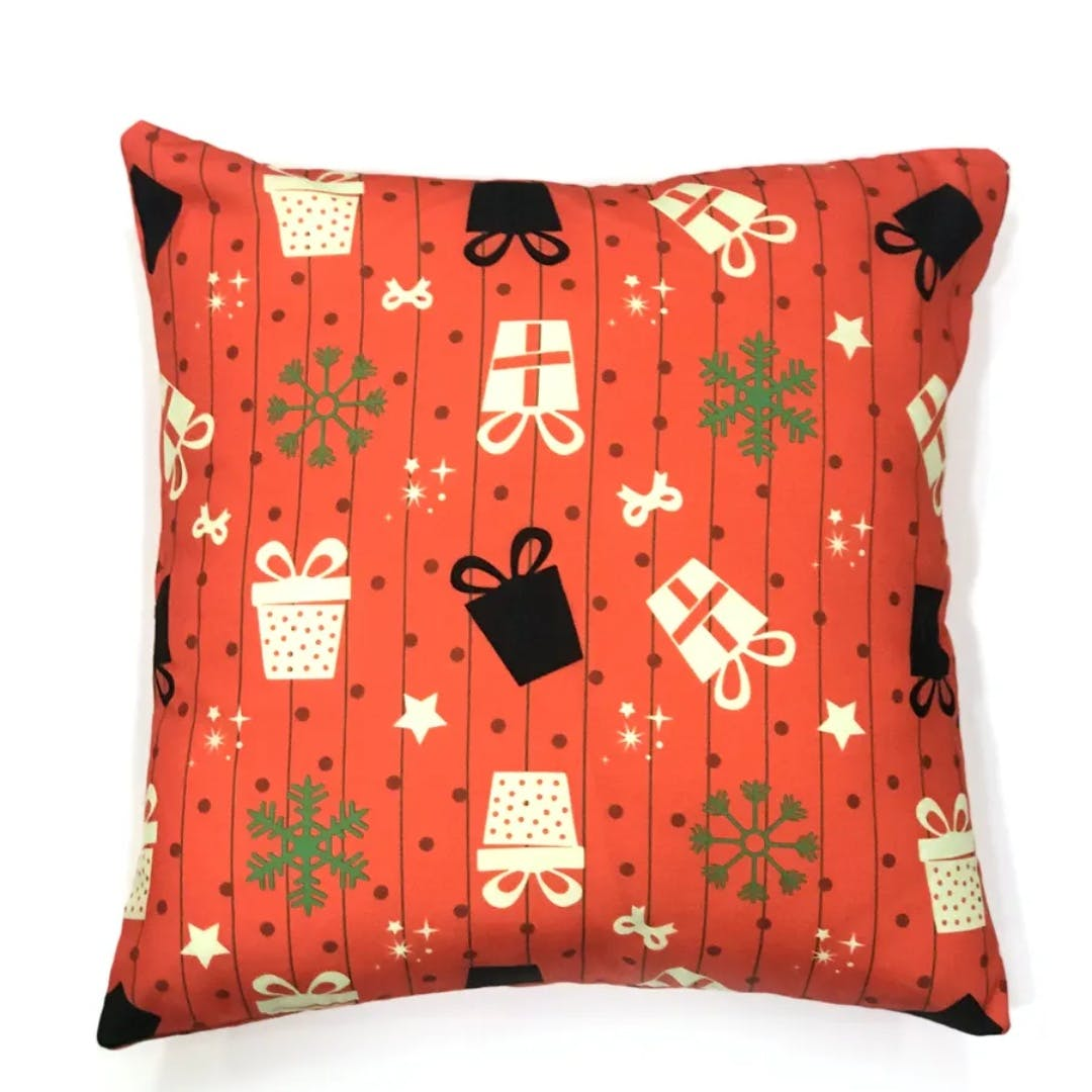 Product,Brown,Green,Pattern,Textile,Red,Orange,Cushion,Linens,Design