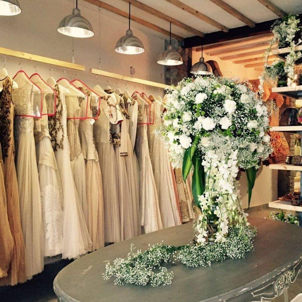 Bouquet,Ceiling,Petal,Dress,Light fixture,Interior design,Clothes hanger,Interior design,Cut flowers,Flower Arranging
