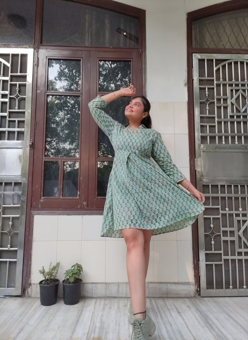 Clothing,Green,Dress,Fashion,Footwear,Outerwear,Shoulder,Waist,Pattern,Shoe