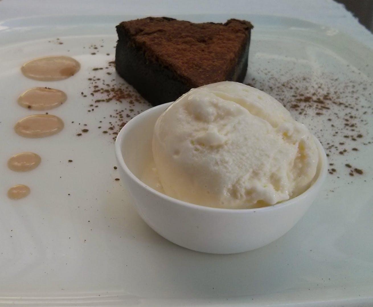 Dish,Food,Cuisine,Frozen dessert,Cream,Ingredient,Ice cream,Dessert,Crème fraîche,Gelato