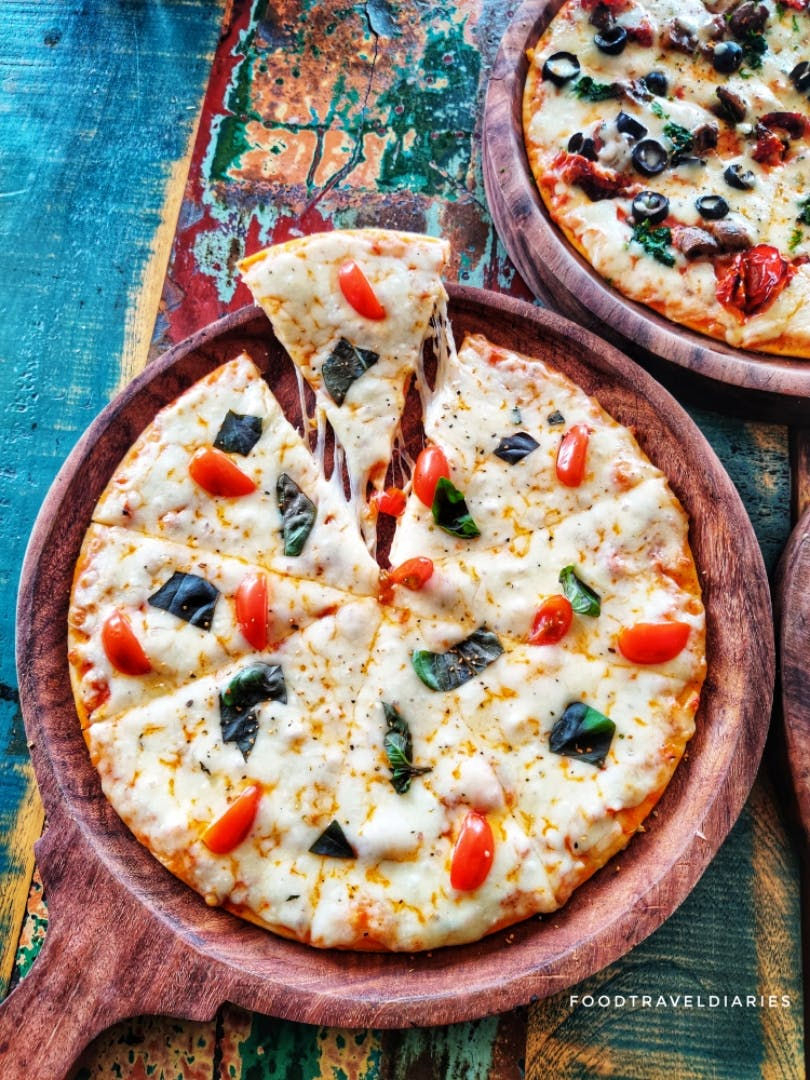 Dish,Food,Cuisine,Pizza,Pizza cheese,Ingredient,Flatbread,California-style pizza,Italian food,Recipe