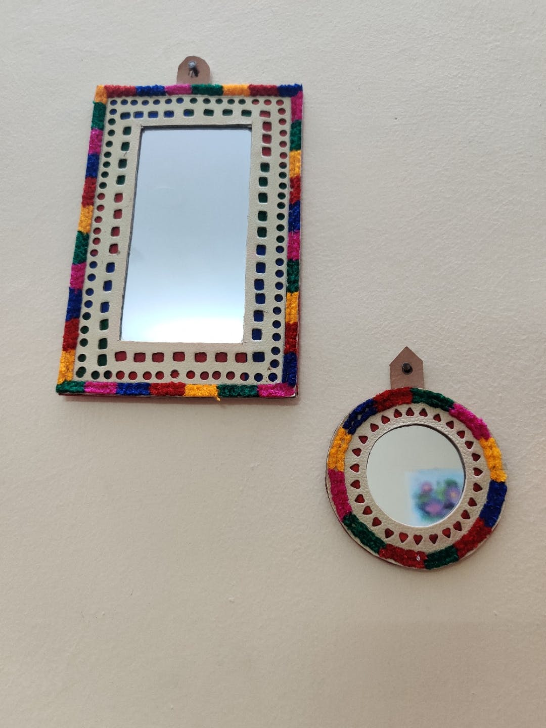 Picture frame,Fashion accessory,Rectangle,Ornament,Jewellery,Circle,Art