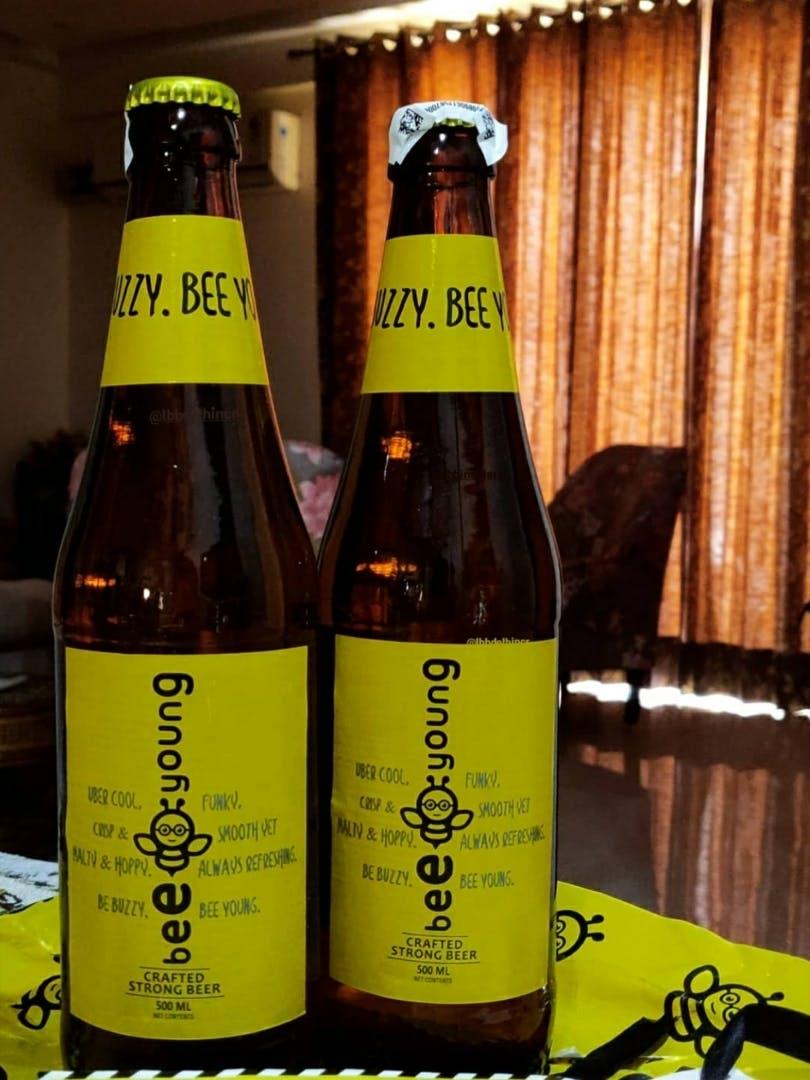 Bottle,Glass bottle,Drink,Beer bottle,Alcoholic beverage,Beer,Distilled beverage,Alcohol,Liqueur,Wheat beer