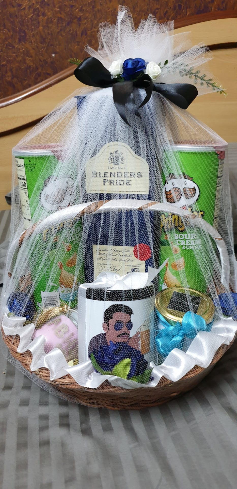 Gift basket,Present,Hamper,Mishloach manot,Basket,Ritual,Party favor,Ceremony,Home accessories