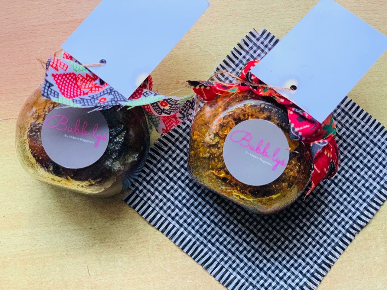Present,Party favor,Food,Bottle cap,Fashion accessory,Muffin