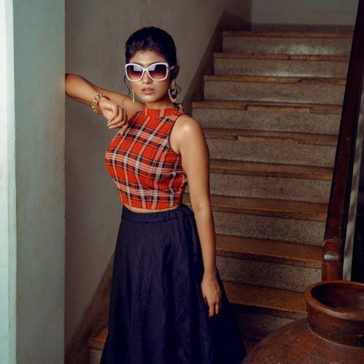 Eyewear,Glasses,Stairs,Goggles,Shoulder,Sunglasses,Style,Fashion accessory,Fashion,Neck