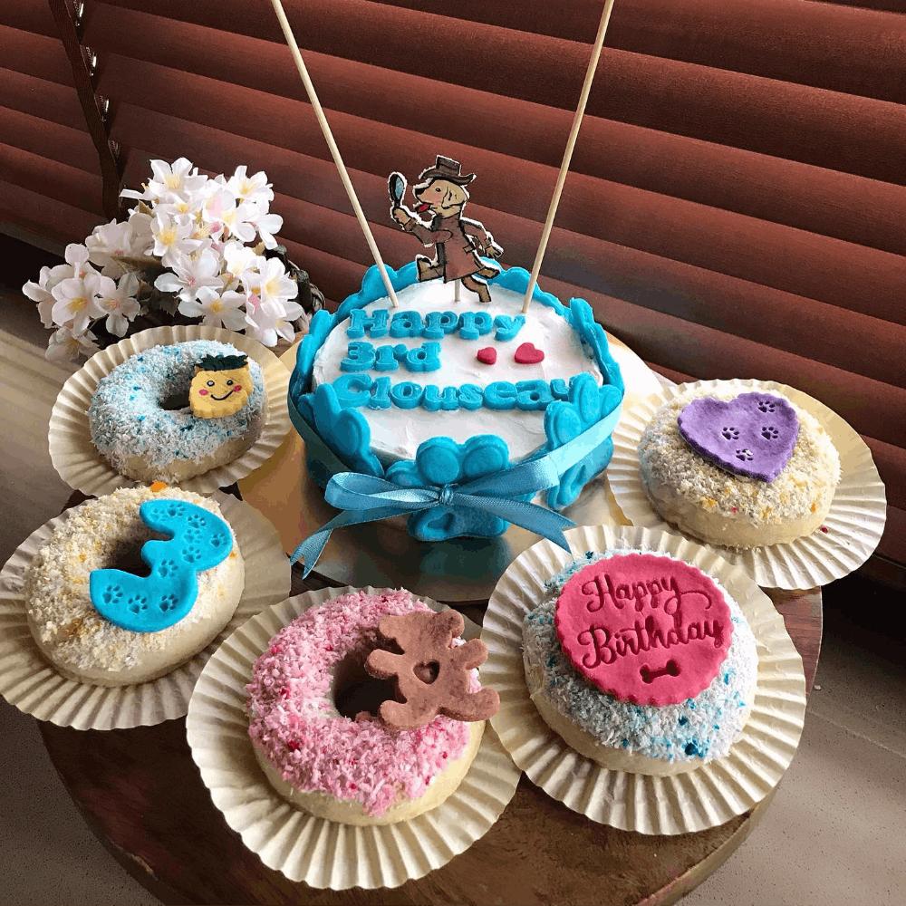 Blue,Sweetness,Food,Cuisine,Dessert,Baked goods,Cake,Cupcake,Ingredient,Cake decorating supply