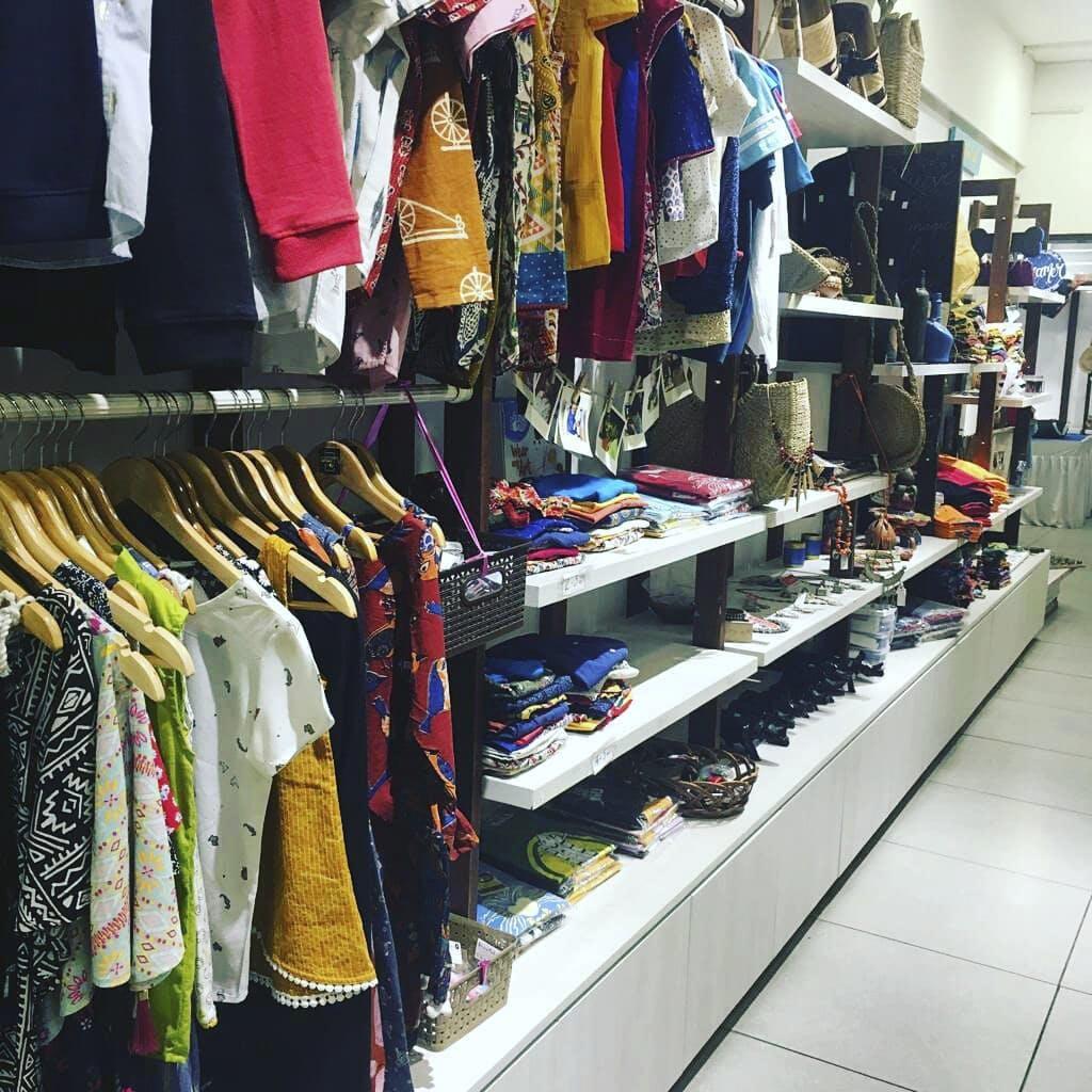 Textile,Shelf,Customer,Selling,Sleeve,Shopping,Sportswear,Clothes hanger,Hat,Market